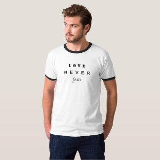 Camiseta O amor nunca falha
