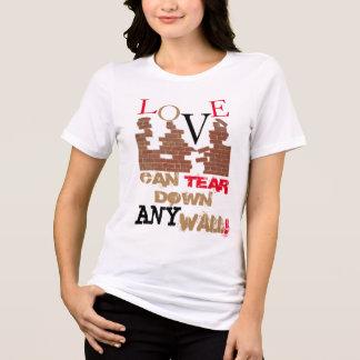 Camiseta O amor pode rasgar para baixo todo o T da parede