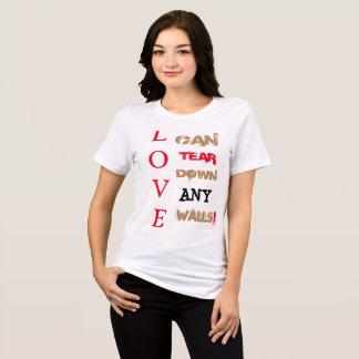 Camiseta O amor pode rasgar para baixo todo o T das paredes