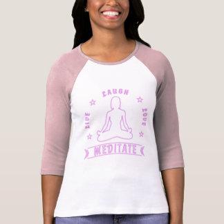 Camiseta O amor vivo do riso Meditate texto fêmea (o néon)