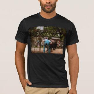 Camiseta O animal - hipopótamo - ser humano estúpido engana