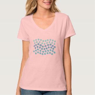 Camiseta O azul acena o t-shirt do V-Pescoço das mulheres