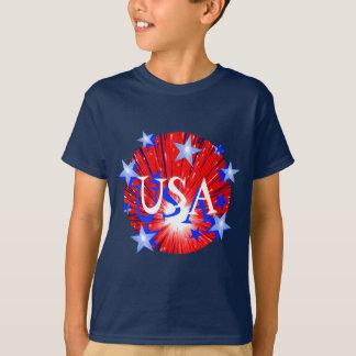 """Camiseta O azul branco vermelho """"EUA"""" do fogo-de-artifício"""