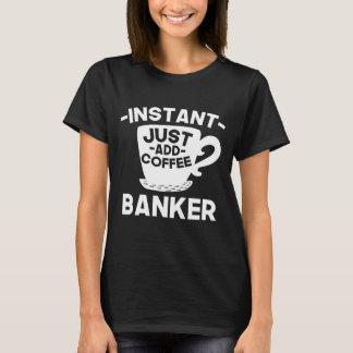 Camiseta O banqueiro imediato apenas adiciona o café