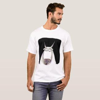 Camiseta o boi está olhando desenhos animados engraçados