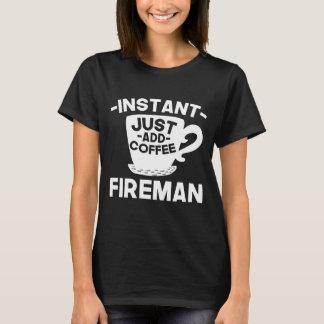 Camiseta O bombeiro imediato apenas adiciona o café
