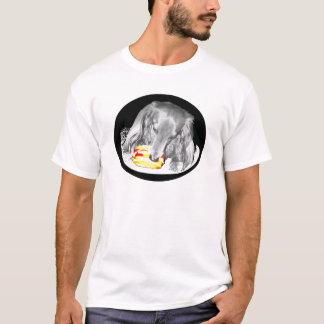 Camiseta O cachorro quente ataca o cheeseburger
