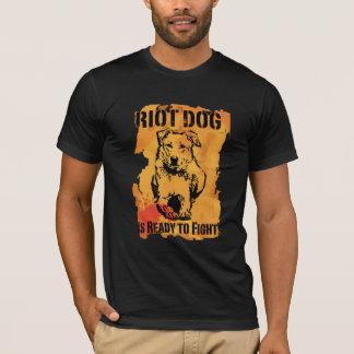 Camiseta o cão do motim está pronto para lutar