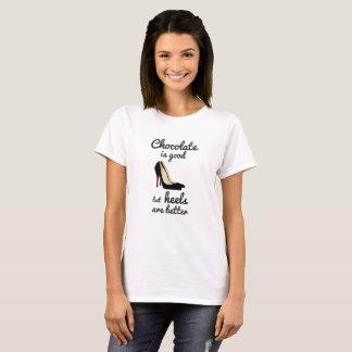 Camiseta O chocolate é bom mas os saltos são melhor t-shirt