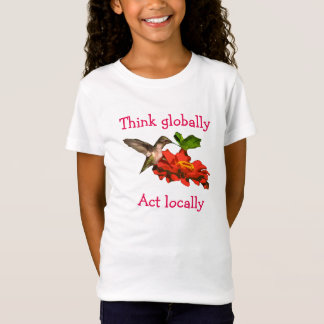 Camiseta O colibri pensa sobre global o ato localmente