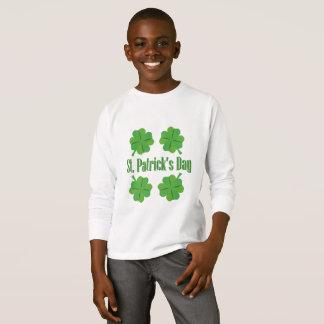 Camiseta O dia de Patrick com trevo