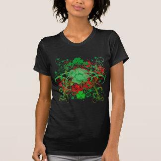 Camiseta O dia de St Patrick dos trevos de Swirly