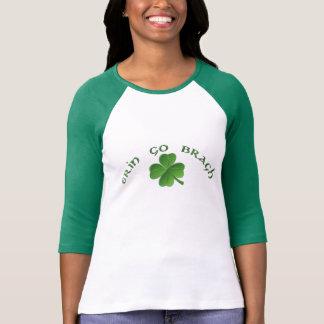 Camiseta O dia de St Patrick - Erin vai trevo de Bragh