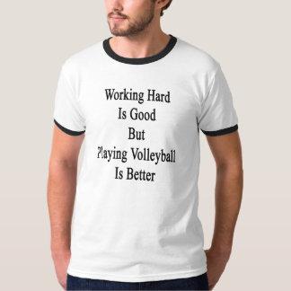 Camiseta O duro de trabalho é bom mas jogando o voleibol é