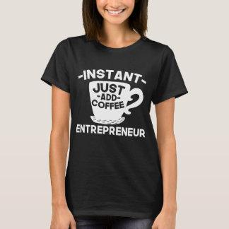 Camiseta O empresário imediato apenas adiciona o café