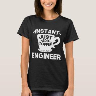 Camiseta O engenheiro imediato apenas adiciona o café