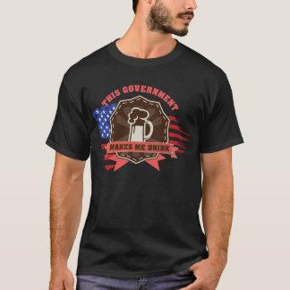 Camiseta O governo faz-me beber