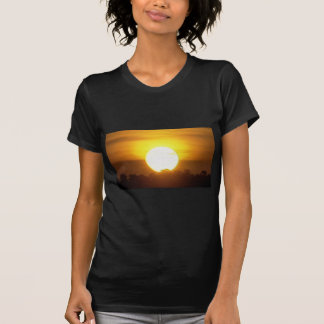 Camiseta o kground adiciona o por do sol CONHECIDO da FOTO