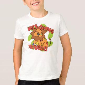 Camiseta O leão aqui vem TShirt do problema