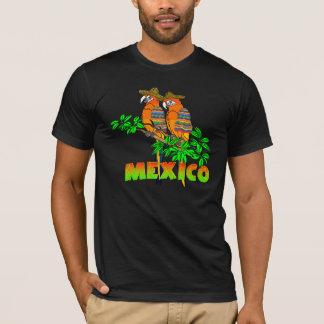 Camiseta O mexicano repete mecanicamente o t-shirt