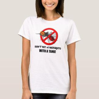 Camiseta o mosquito não o bate com um tanque