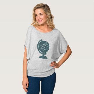 Camiseta O mundo do t-shirt pertence àqueles que lêem o