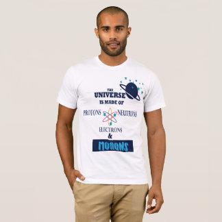 Camiseta o mundo é enchido com o parvo