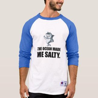 Camiseta O oceano fez-me o tubarão salgado