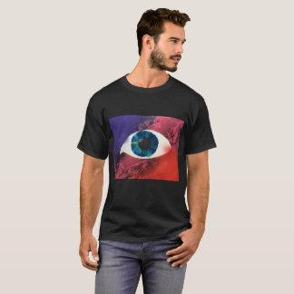 """Camiseta O """"olho vê-o"""" design da pintura pistola no t-shirt"""