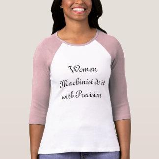 Camiseta O operador da mulher fá-lo com precisão