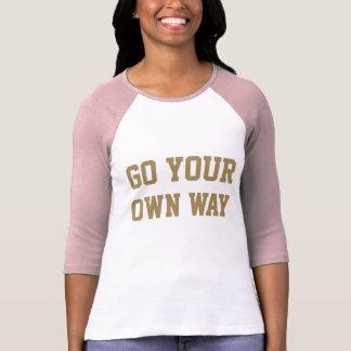 Camiseta O poder impressionante da menina vai sua própria