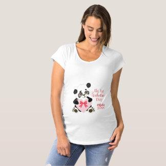 Camiseta O primeiro dia dos namorados do bebê