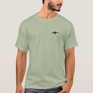 Camiseta O rifle é um objeto