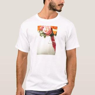 Camiseta o rosa cor-de-rosa da laranja das flores para