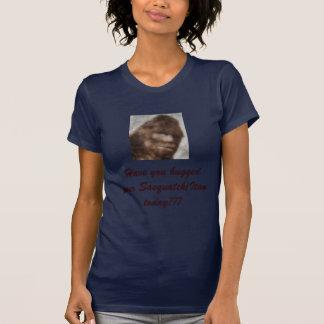 Camiseta o sasquatch, tem-no abraçado seu Sasquatch/Itan…