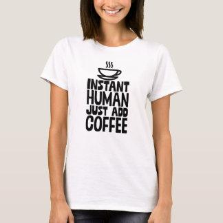 Camiseta O ser humano imediato apenas adiciona o café para