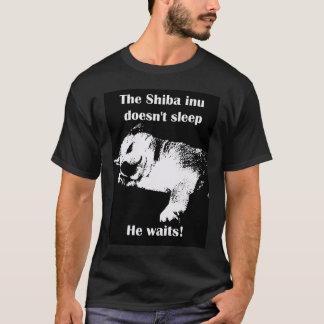 Camiseta O Shiba Inu não dorme
