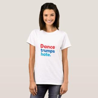 Camiseta O T das mulheres do ódio dos trunfos da dança