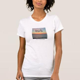 Camiseta O T das mulheres, é agora o momento para a arte
