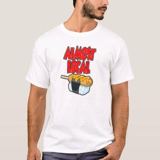 Camiseta O T dos homens quase locais