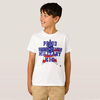 Camiseta O T dos miúdos militares orgulhosos do miúdo -