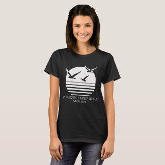 Camiseta O T escuro das mulheres da praia da família de