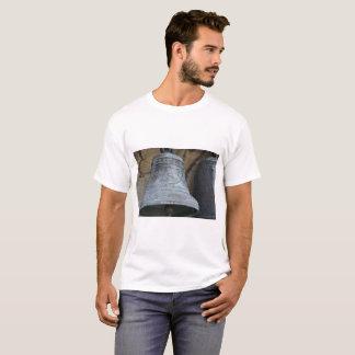 Camiseta O t-shirt básico dos homens da foto de Bell do