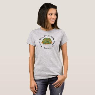 Camiseta O t-shirt cinzento das mulheres de conservação da