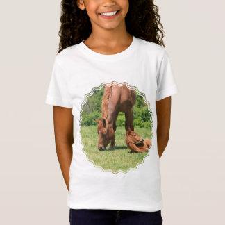 Camiseta O t-shirt da menina da égua e do potro