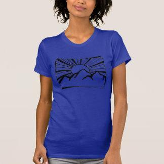 Camiseta O t-shirt das mulheres do logotipo da montanha de
