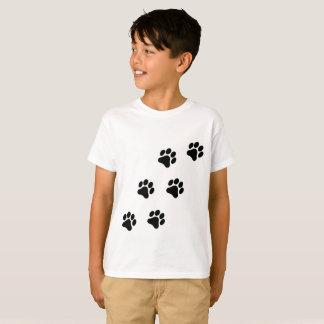 Camiseta O t-shirt do menino preto e branco do teste padrão
