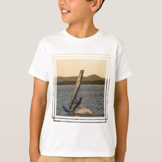 Camiseta O t-shirt do miúdo da imagem do Windsurfer