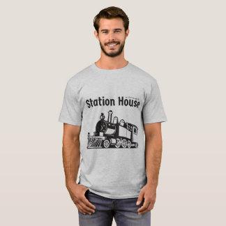 Camiseta O t-shirt dos homens da casa de estação
