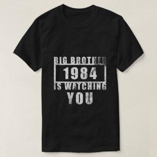 Camiseta O T-shirt escuro básico dos homens (1984)